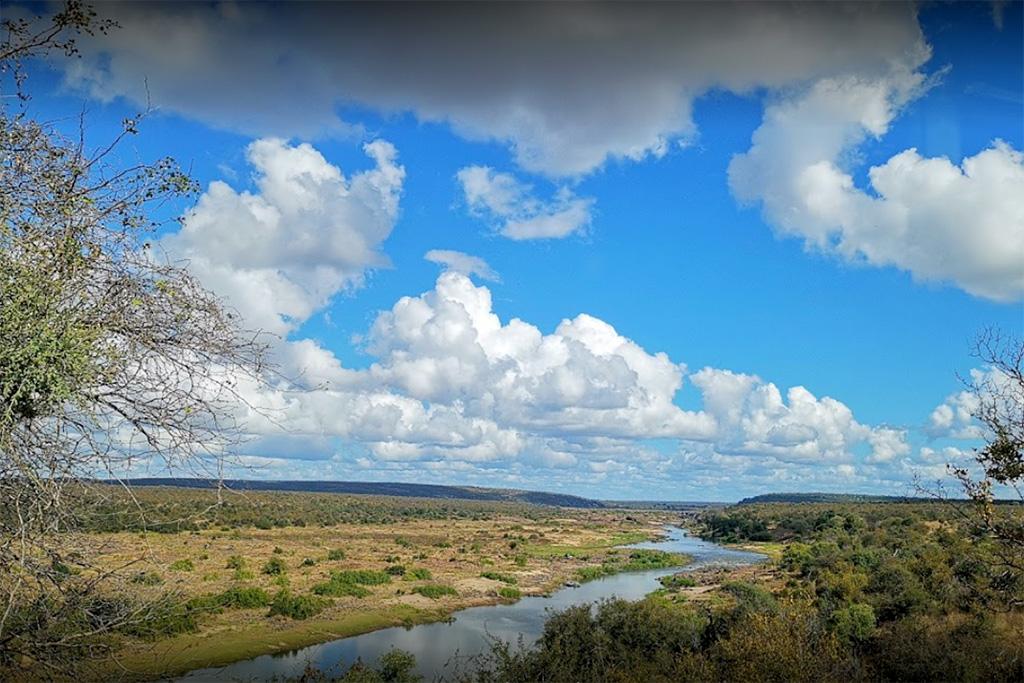 """<alt=""""Kruger Park Camp View On Olifants River"""">"""
