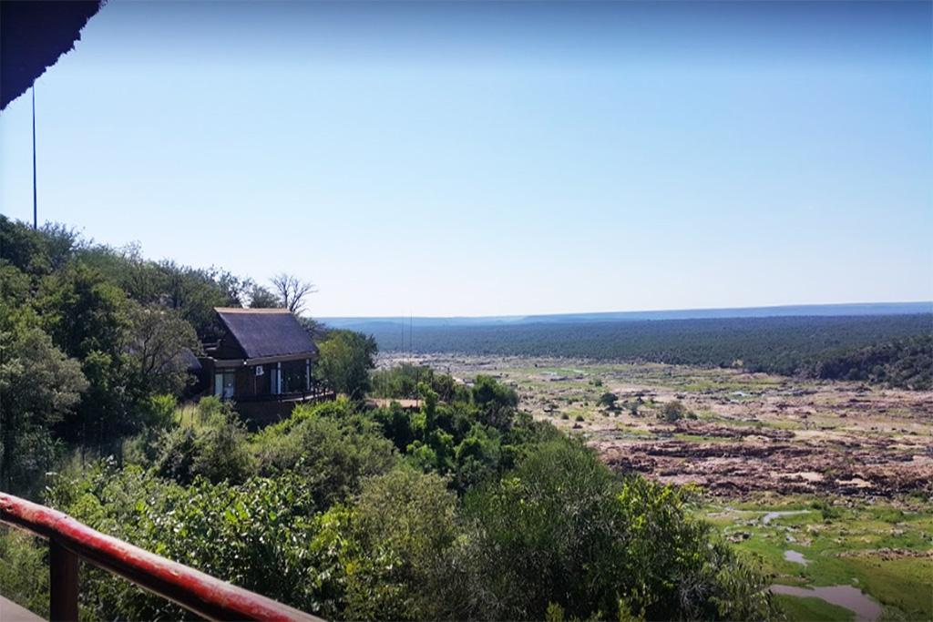 """<alt=""""Getaway Guest House Overlooking River"""">"""